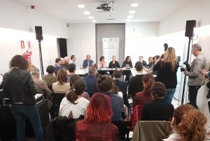 El nuevo acuerdo se firmó en el Palau de Marianao // Alex Carazo