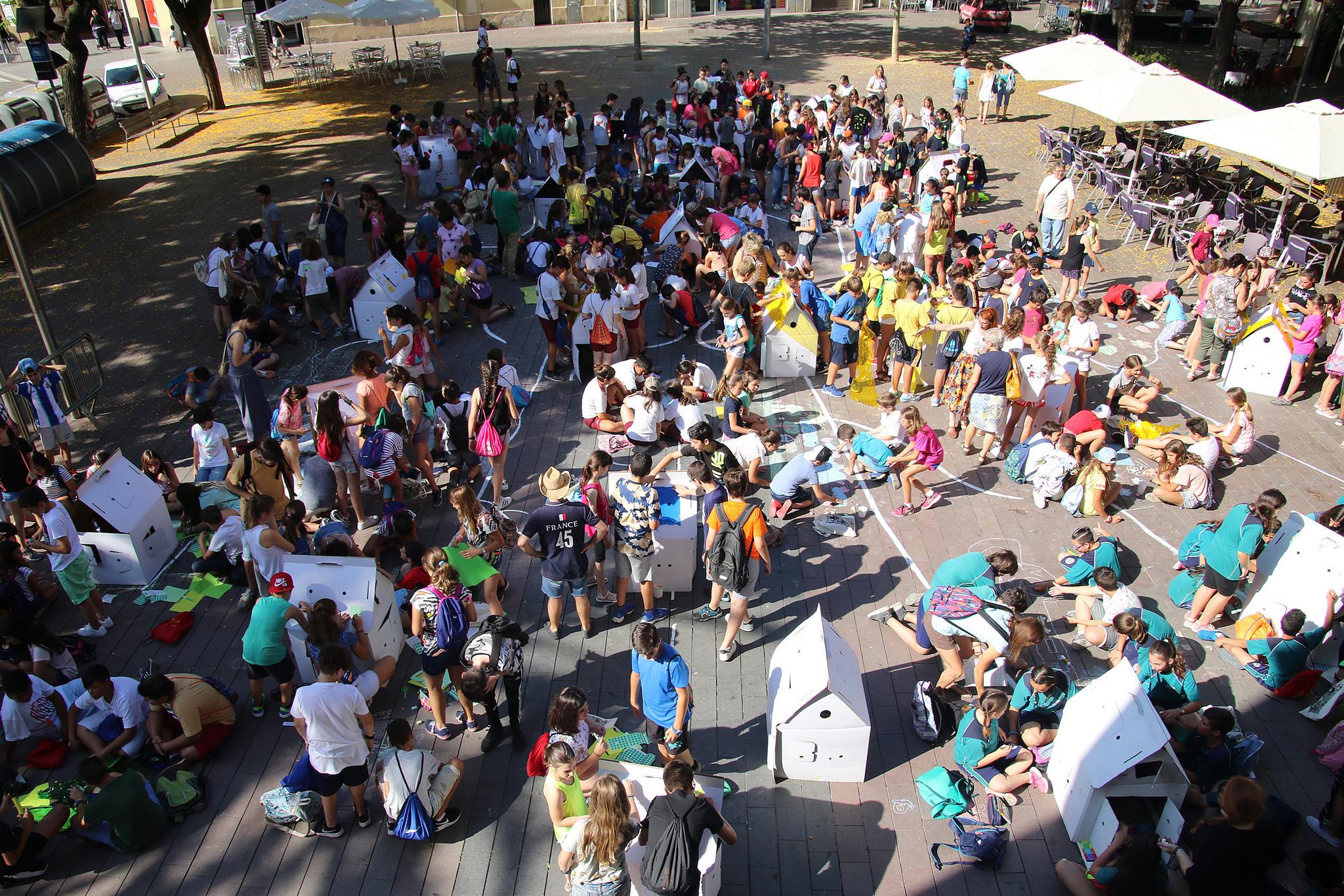 La plaça de l'Ajuntament i la rambla de Rafael Casanova es van omplir d'infants // Ajuntament de Sant Boi