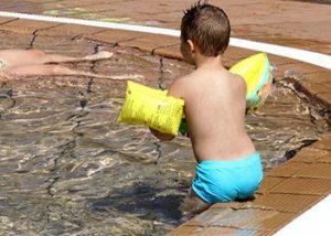La piscina del parc de la Muntanyeta és un bon lloc per anar en família // Ajuntament de Sant Boi