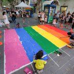 Pas zebra amb els colors LGTBI // Ajuntament Sant Boi
