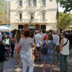 Més de 300 persones s'han concentrat davant l'ajuntament contra els atemptats // Ajuntament de Sant Boi