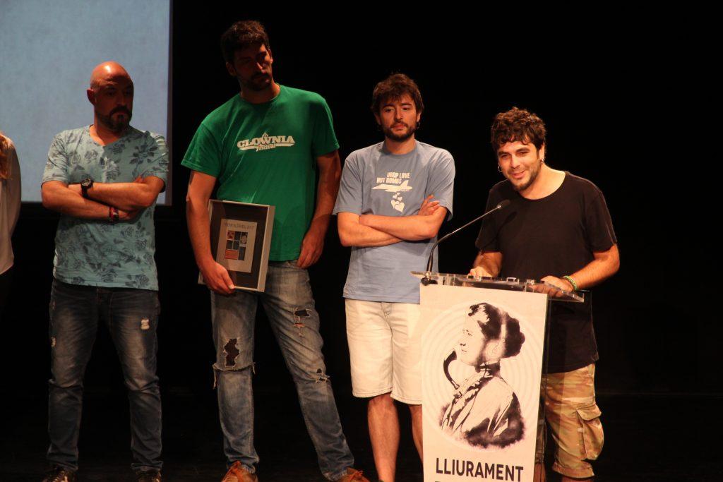 El cantant de Txarango, Alguer Miquel, ha agraït que L'Altaveu fos un dels primer escenaris on toquessin // Jordi Julià