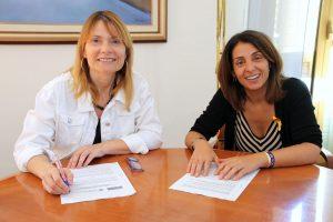 L'alcaldessa, Lluïsa Moret, i la presidenta del Fons Català de Cooperació al Desenvolupament, Meritxell Budó // Ajuntament de Sant Boi