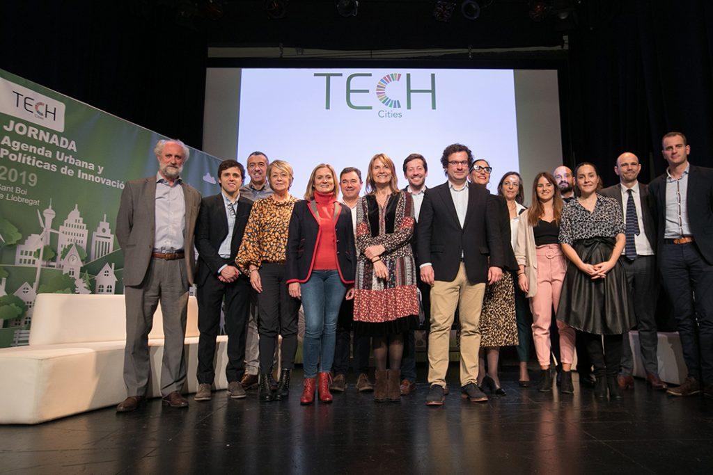 Foto de família de part dels assistents a la jornada Tech Cities // Ajuntament de Sant Boi